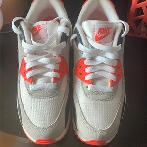 Nike AIR MAX SNEAKERS boys size 4.5